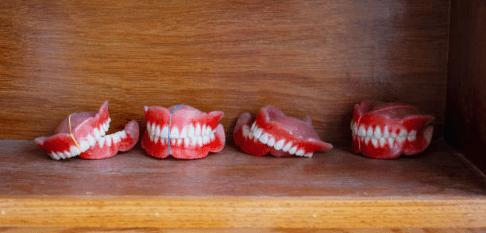 долго ли привыкать к съёмным зубным протезам?