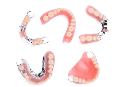 съёмные зубные протезы - какие выбрать лучше