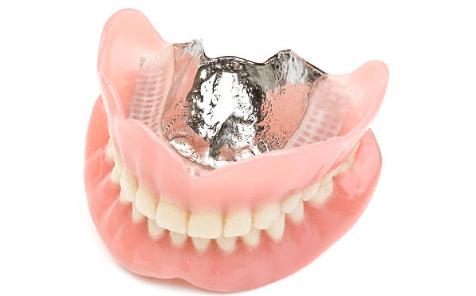 зубные протезы на присосках фото