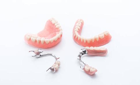 все ли зубные протезы можно ремонтировать