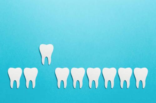 адентия зубов - когда равивается, симптомы